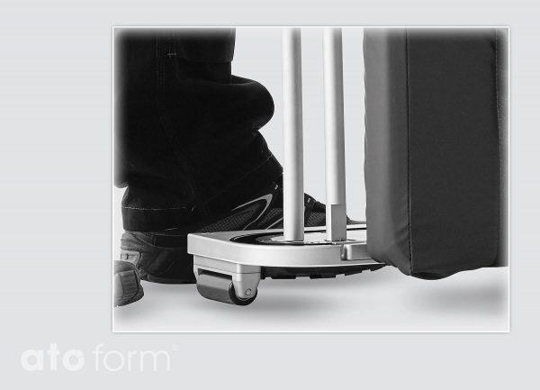 Mocht het bed in een hoek staan, dan is het eenvoudig te verplaatsen op de brede zwenkwielen